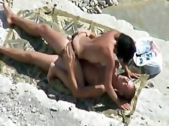 Hidden cam Tapes Pair Pulverizing On Beach