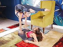 Flexible-Pretzel a Challenge in Denim