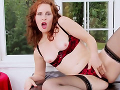 Ginger-haired nymph moans while she drains
